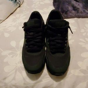 Youth nike air max tennis shoes